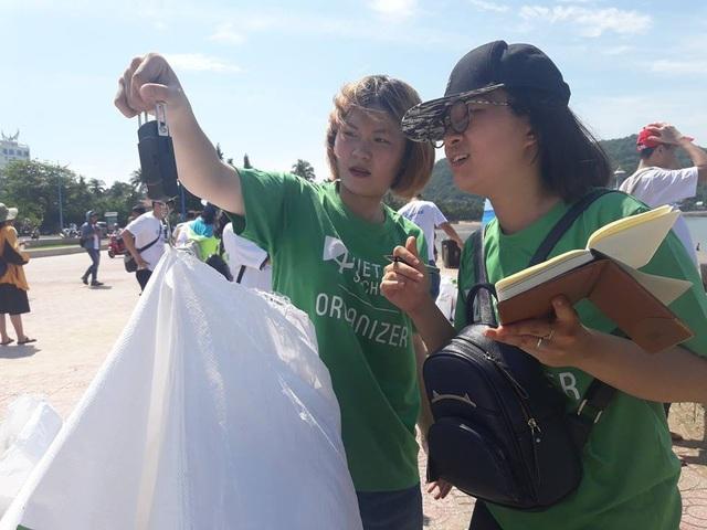 Kiểm tra và phân loại rác thải sau hoạt động thu gom