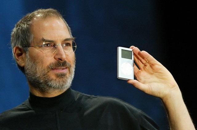 Steve Jobs giới thiệu iPod lần đầu tiên vào năm 2001 - Ảnh: Wired.