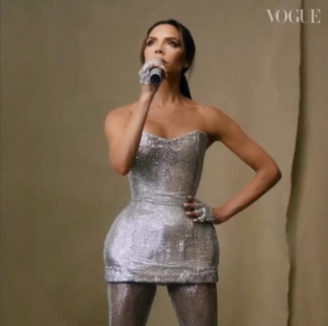 Victoria Beckham trong bộ đồ diễn cô mặc năm 2007 khi tái hợp với Spice Girls