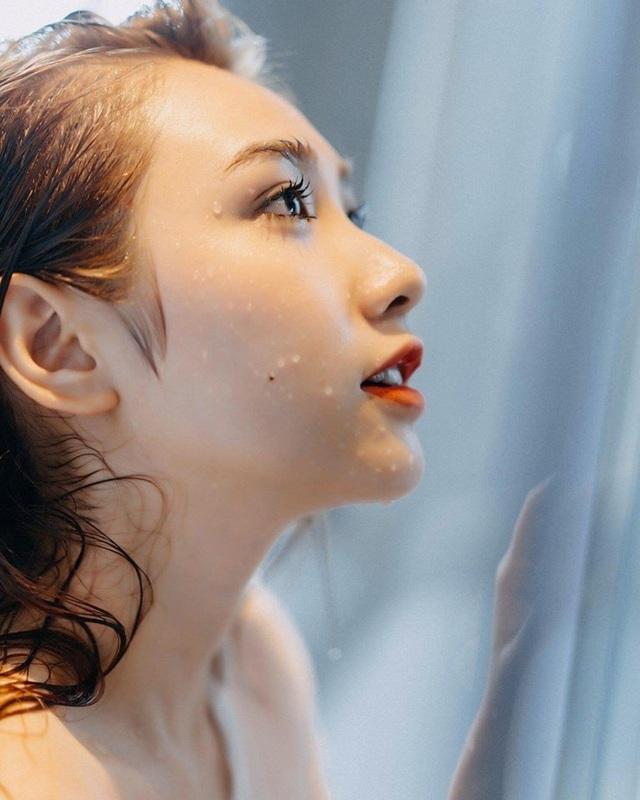 PV Dân trí đã liên hệ Lê Thị Thanh - cô gái xuất hiện trong bức ảnh nhưng người trong cuộc chưa lên tiếng.