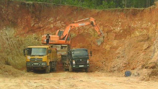 Mục sở thị tình trạng đánh cắp tài nguyên quốc gia giữa ban ngày tại Bắc Giang! - Ảnh 2.