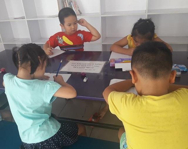 Nhiều đứa trẻ phải tăng tốc học thêm vì không học chữ trước khi vào lớp 1. (Ảnh mang tính minh họa)