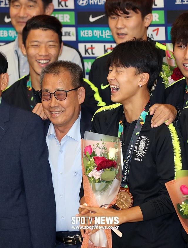 Son Heung Min và đồng đội được chào đón như người hùng khi trở về Hàn Quốc - 8