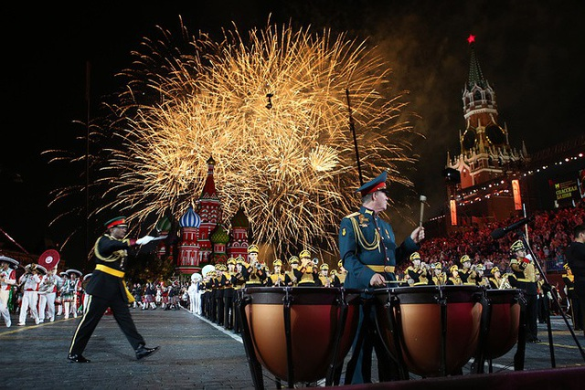 Lễ hội quân nhạc quốc tế Tháp Spasskaya lần thứ 11 đã khép lại tại Quảng trường Đỏ ở Moscow hôm 2/9. Đây là sự kiện thường niên và là một trong những lễ hội quân nhạc kết hợp diễu hành lớn nhất thế giới.