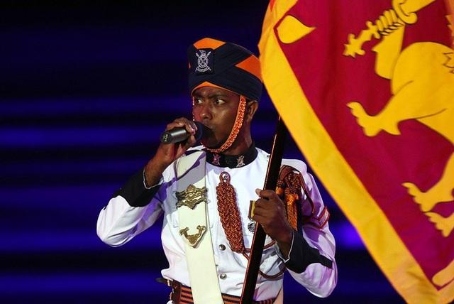 Một thành viên của đội quân nhạc Sri Lanka.