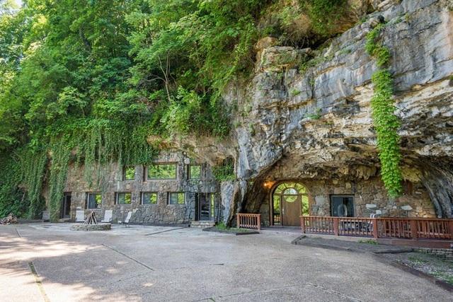 """Khám phá biệt thự """"triệu đô"""" nằm ngay trong hang động độc nhất thế giới - 1"""