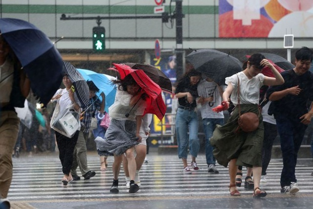 Thủ tướng Nhật Bản Shinzo Abe đã hối thúc người dân nhanh chóng sơ tán, đồng thời yêu cầu chính phủ thực hiện tất cả các biện pháp cần thiết để bảo vệ người dân trong các vùng bị ảnh hưởng. (Ảnh: AFP)
