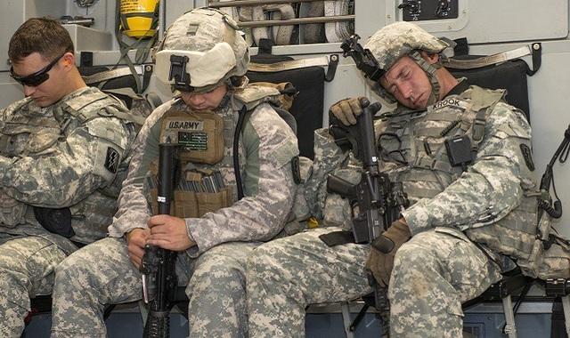 Mẹo bí mật giúp lính Mỹ rơi vào giấc ngủ ngay sau 2 phút - 1