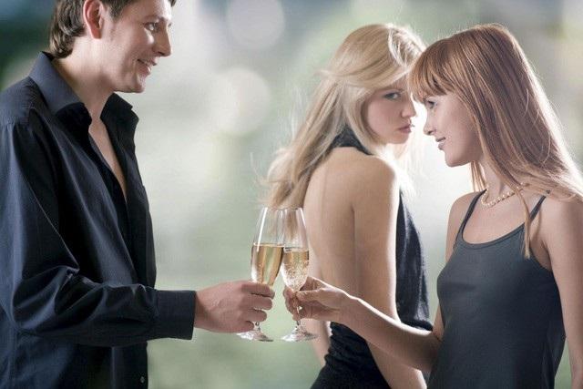 Cách tốt nhất khi chồng ngoại tình là hãy cho họ đến ở với nhau. Ảnh: Internet