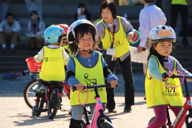 Giáo dục Nhật Bản chú trọng phát triển toàn diện cả thể chất và trí tuệ cho các bạn nhỏ. Nguồn ảnh: Lotte Bech.