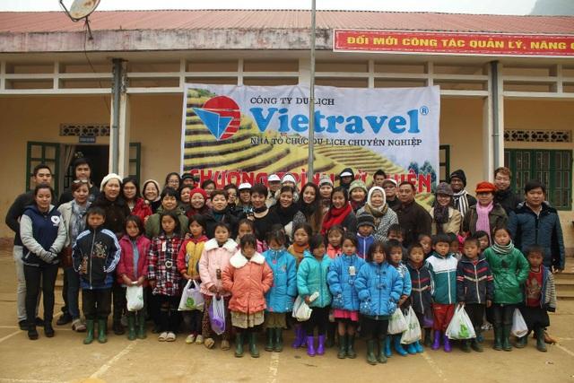 Ngoài việc chú trọng công tác kinh doanh, Vietravel rất quan tâm đến hoạt động xã hội chung tay vì cộng đồng