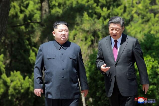 Chủ tịch Trung Quốc Tập Cận Bình và nhà lãnh đạo Triều Tiên Kim Jong-un (Ảnh: Reuters)