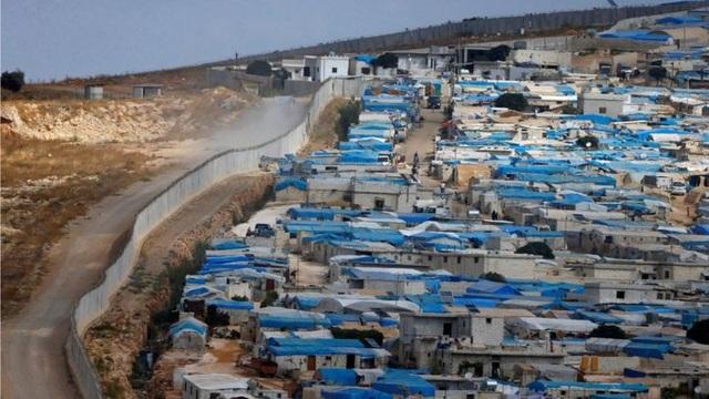 Thổ Nhĩ Kỳ đóng cửa biên giới ngăn dòng người tị nạn từ Syria tràn sang (Ảnh: Reuters)