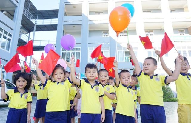 Các cháu Trường Mầm non Việt - Anh (TP Vinh, Nghệ An) trong niềm vui ngày khai giảng. (Ảnh: Hoàng Lam)