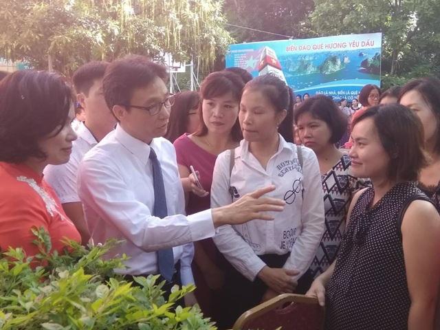 Phó Thủ tướng Vũ Đức Đam cùng học sinh hát vang bài quốc ca ngày khai giảng - 4