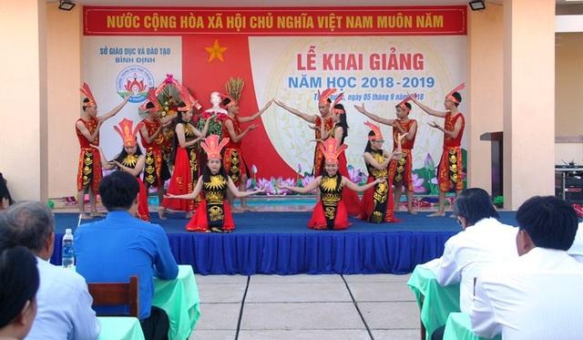 Không khí ngày khai giảng tại Trường THPT Số 3 huyện Tuy Phước, tỉnh Bình Định (ảnh Doãn Công)