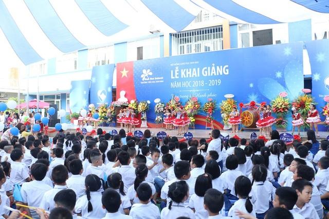 Thầy trò trường tiểu học Ban Mai (Hà Đông, Hà Nội) trong lễ khai giảng năm học 2018-2019
