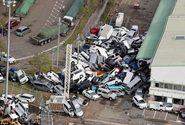 Cảnh tượng tại Kobe sau khi siêu bão Jebi đổ bộ. (Ảnh: EPA)