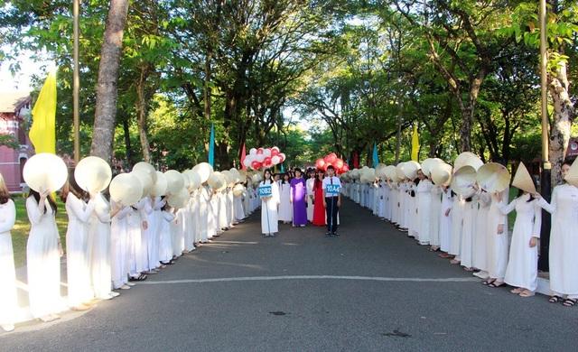 Chủ tịch tỉnh Thừa Thiên Huế vận động nữ sinh các trường đại học, THPT mặc áo dài - 5