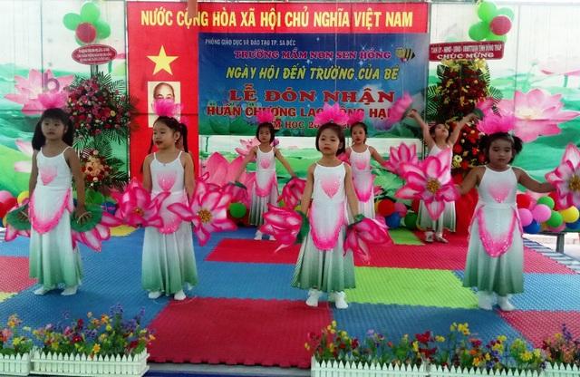Tiết mục văn nghệ chào mừng lễ khai giảng của các bé trường mầm non Sen Hồng (TP Sa Đéc, tỉnh Đồng tháp). Trong năm học 2018-2019, toàn tỉnh Đồng Tháp có khoảng 350.000 học sinh nhập học.
