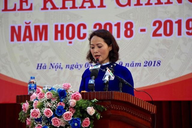 Bà Lê Mai Anh, Hiệu trưởng trường THPT Chu Văn An phát biểu trong buổi lễ khai giảng năm học mới 2018-2019.