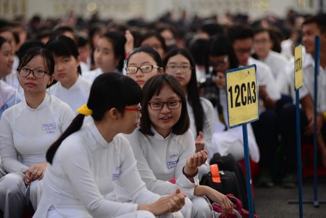 Chủ tịch Quốc hội Nguyễn Thị Kim Ngân đánh trống khai giảng tại TPHCM - 4