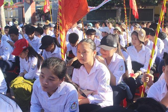 Như bao bạn bè khác, sáng nay, Thương đón niềm vui trong ngày tựu trường tại ngôi trường THPT Nguyễn Văn Trỗi với nhiều hi vọng.