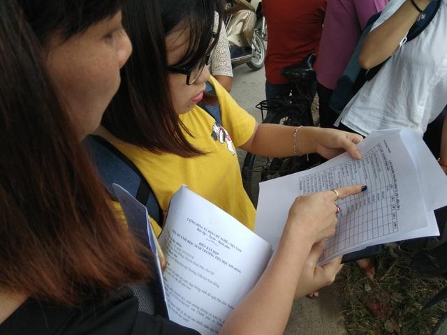 Phụ huynh bức xúc với các khoản thu đầu năm của Trường tiểu học Sơn Đồng. (Ảnh: Mỹ Hà)