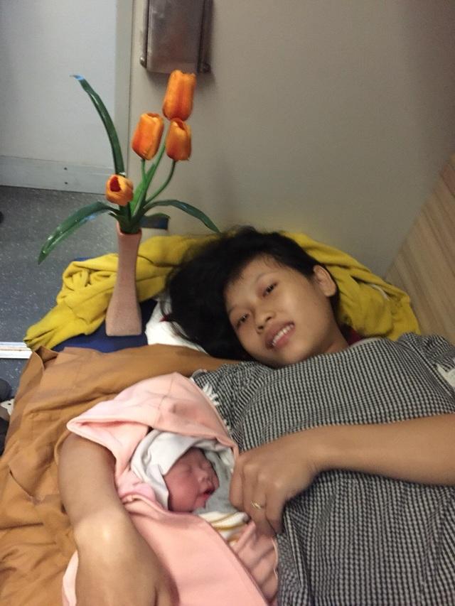 Sản phụ Nguyễn Thị Anh sinh con trên tàu