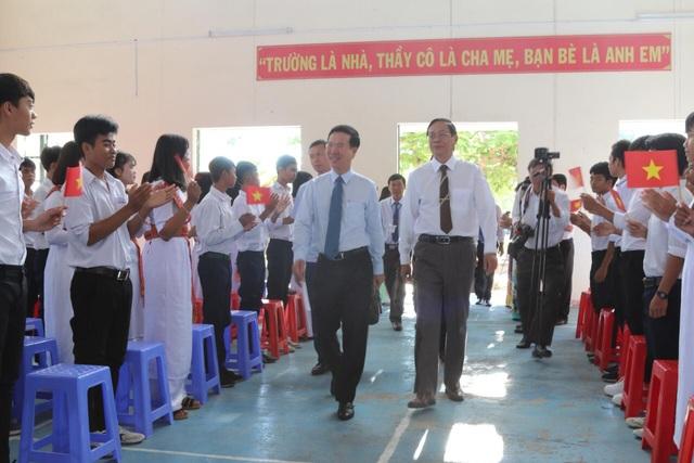 Trưởng Ban Tuyên giáo Trung ương Võ Văn Thưởng đến dự lễ khai giảng của trường THPT Dân tộc Nội trú tỉnh Ninh Thuận. (Ảnh: Xuân Hinh)