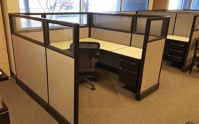 Công ty thiết kế nội thất Herman Miller được công nhận là nhà sáng tạo ra không gian làm việc theo kiểu văn phòng nhỏ (the office cubicle)