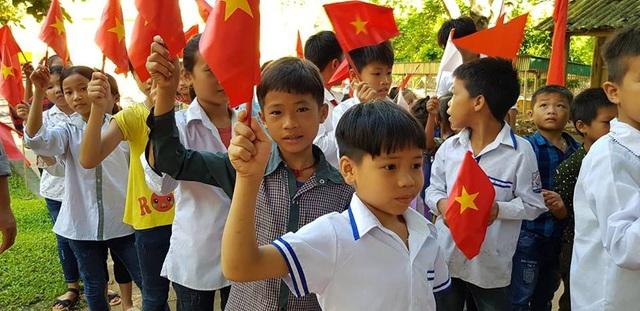 Niềm vui rạng rỡ của học sinh Tà Hộc ngày tựu trường