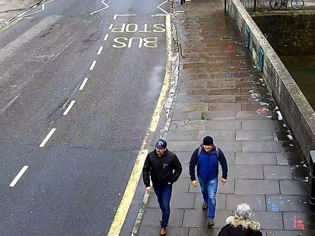 Camera an ninh ghi lại hình ảnh Alexander Petrov và Ruslan Boshirov tại đường Fisherton ở Salisbury hôm 4/3 (Ảnh: Sputnik)