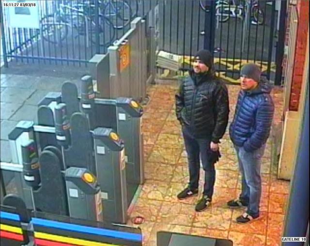 Alexander Petrov và Ruslan Boshirov tại nhà ga Salisbury ngày 3/3 (Ảnh: Sputnik)