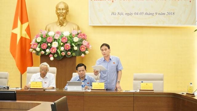 Phó Chủ nhiệm UB Tư pháp Nguyễn Mạnh Cường trình bày báo cáo của nhóm nghiên cứu về báo cáo công tác phòng chống tham nhũng năm 2018