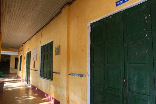 Các phòng học khóa cửa vào chiều 5/9 ở trường tiểu học Trường An, TP Huế