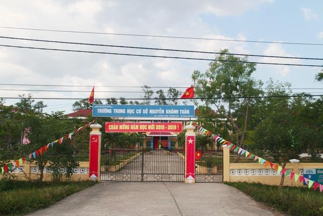 Trường THCS Nguyễn Khánh Toàn cũng cửa đóng kín
