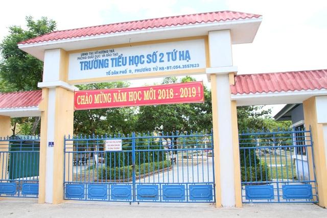 Tại thị xã Hương Trà, nhiều trường học cũng đóng cửa cho học sinh nghỉ trong chiều 5/9 như trường Tiểu học số 2 Tứ Hạ