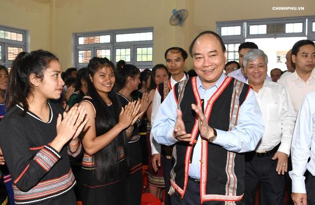 Thủ tướng Nguyễn Xuân Phúc dự lễ khai giảng ở ngôi trường vùng cao của tỉnh Kon Tum - 1