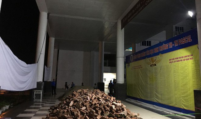 Chủ tịch HĐQT công ty cổ phần Đầu tư Phát triển Giáo dục khẳng định, bà không chỉ đạo đổ đất, cát vào khuôn viên trường. (Ảnh: Đ. Q)