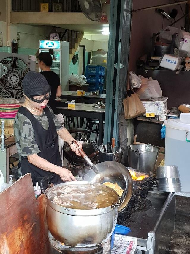 Đến thăm quán ăn đường phố duy nhất ở Bangkok nhận được sao Michelin - 1