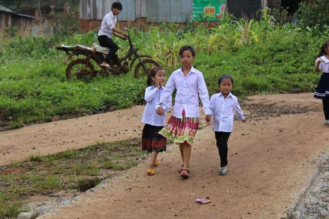 Vẻ rạng ngời của học sinh tại lễ khai giảng đầu tiên tại bản nghèo nhất tỉnh Đắk Nông