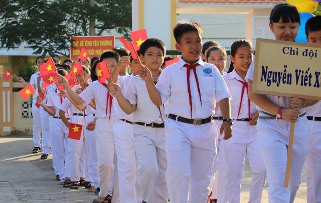 Nghi thức chào đón học sinh chuyển cấp về trường THCS Lương Thế Vinh (ảnh Trung Thi)