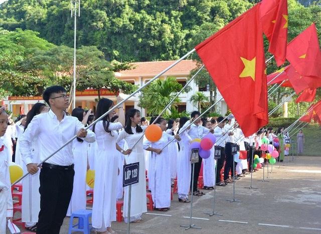 Học sinh Quảng Bình náo nức dự lễ khai giảng. (Ảnh: Tiến Thành)