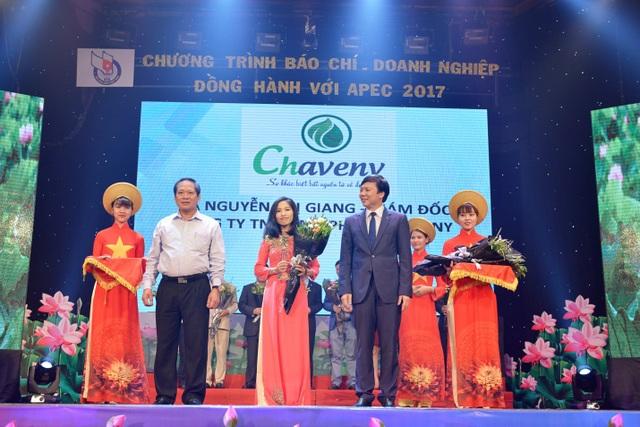 """Chaveny vinh dự nhận giải thưởng 'Tự hào thương hiệu Việt Nam""""năm 2017"""