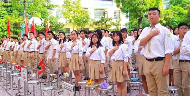 Học sinh trường THPT Phan Huy Chú trong Lễ khai giảng (Ảnh: Hà Cường)