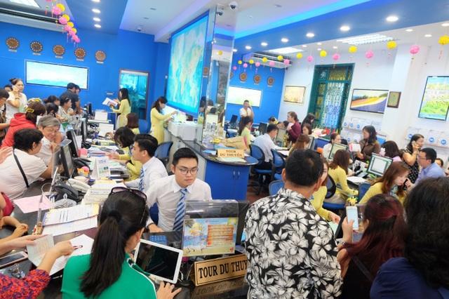 Du khách có thể mua tour và hưởng các ưu đãi tại hệ thống văn phòng Vietravel tại TP.HCM