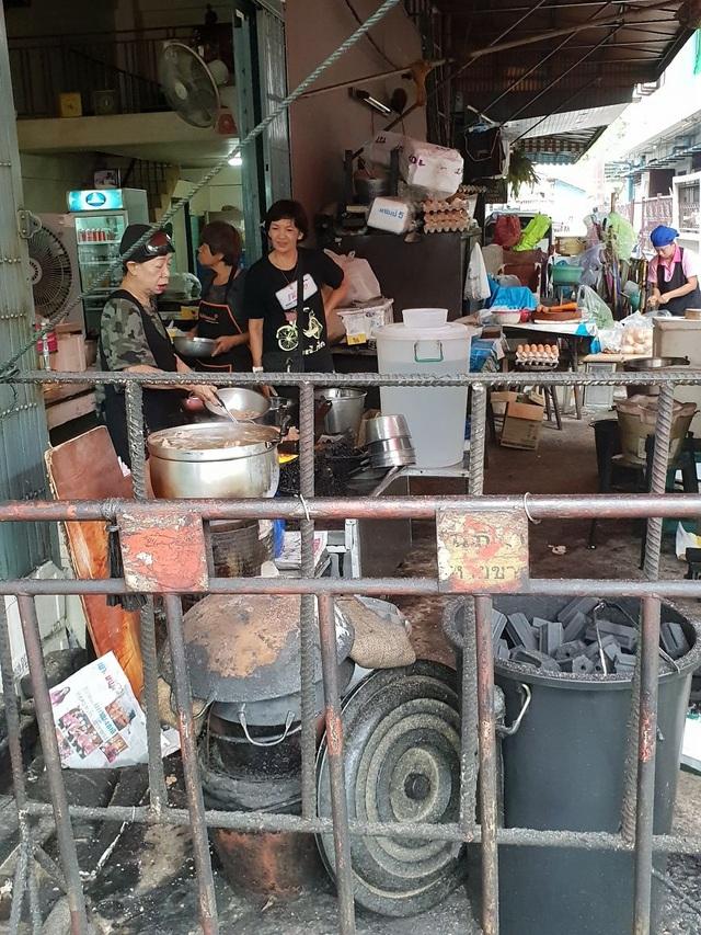 Đến thăm quán ăn đường phố duy nhất ở Bangkok nhận được sao Michelin - 4