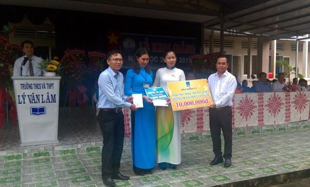 Trao học bổng tại trường THCS và THPT Lý Văn Lâm – Cà Mau
