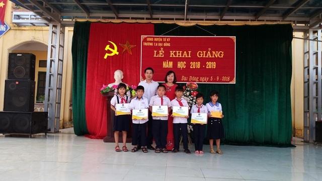 Trao học bổng tại trường Tiểu học Đại Đồng Hải Dương